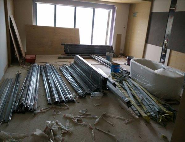 汉阳联投半岛酒店不锈钢到货现场